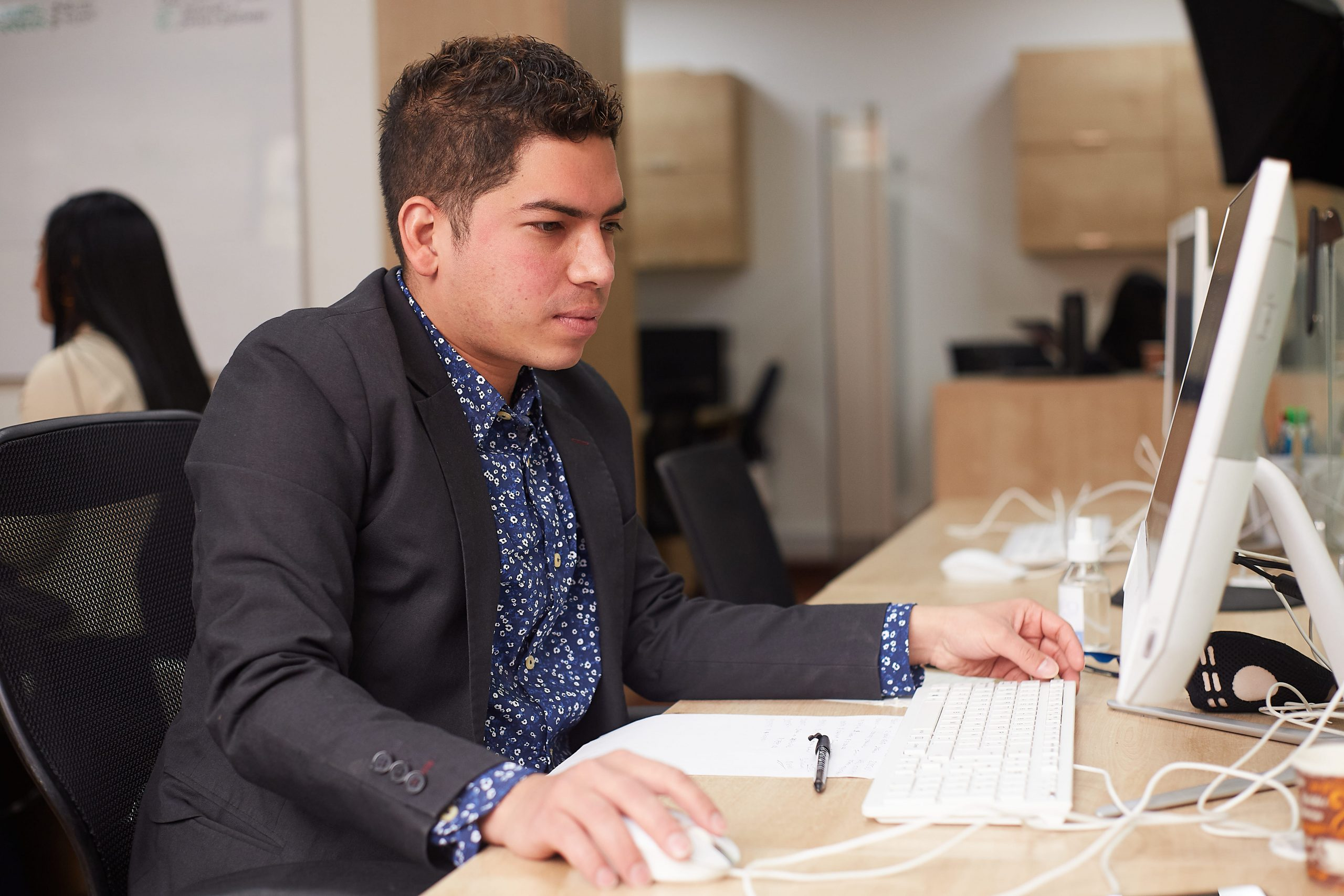 servicios contables: contabilidad, revisoría fiscal, auditoría financiera, entre otros.